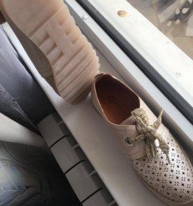 Летние кроссовки с перфорацией кожа