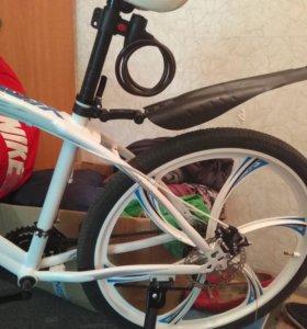 Велосипед BMW на литых дисках в белом цвете