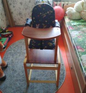 Стульчик для кормления и стол