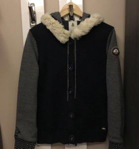Куртка на подкладке на пуговицах с капюшоном раз L