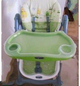 Комфорт и безопасность малышу:столик для кормления
