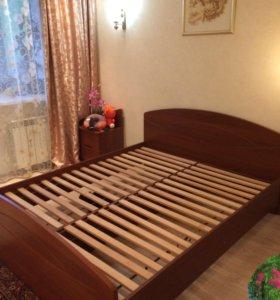 Продаю двуспальную кровать из МДФ.