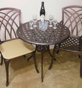 Стол и два кресла для дачи, литая мебель.