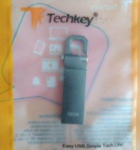USB флешка на 32GB