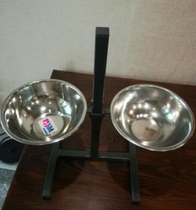 Стойка для кормления собак с мисками