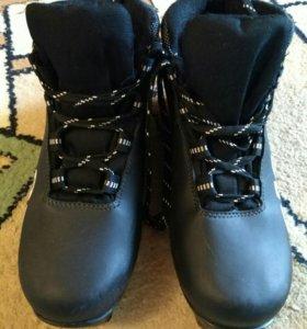 Лыжные ботинки, размер 37