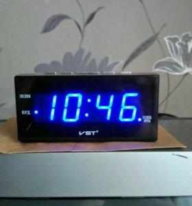 Часы с подсветкой цыфровые