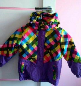 Куртка демисезонная на девочку.