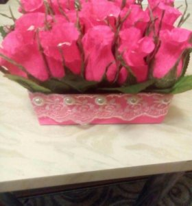 Подарочная коробка из роз и конфет