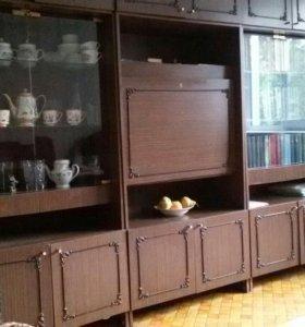 Срочно продается стенка с платенным шкафом и баром