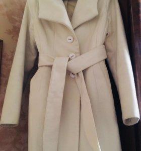 Пальто-новое.