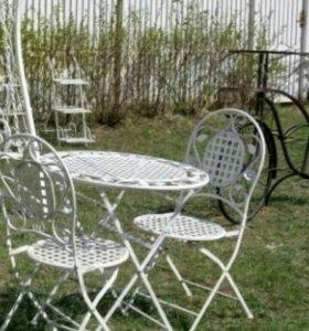 Складной столик и складные стулья