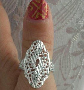 Серебряное колечко с алмазными гранями