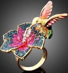 """Кольцо """"Золотая колибри. со Swarovski."""