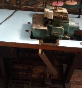Профессиональная швейная машинка оверлок