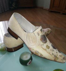 Стильные  мужские ботинки . Италия.