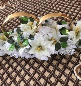 Кольца и лента свадебные на авто молодоженов.Новые