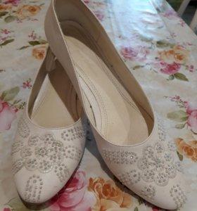 Туфли женские (белые)