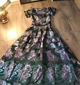 Вечернее платье от Dior.