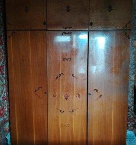 Шкаф деревянный полированный с тремя антресолями