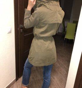 Куртка,ветровка.