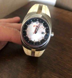 Pirelli Pzero женские часы с 13 бриллиантами.