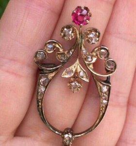 Антикварная золотая брошь с алмазами 56 пробы.
