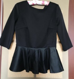 Блуза с баской из кожзама
