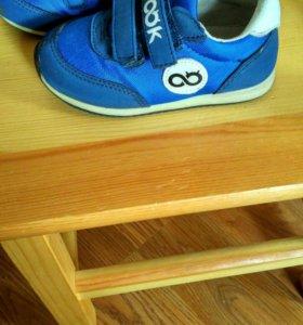 Кроссовки на мальчика.