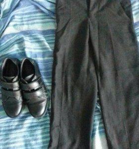 Школьные брюки на 1 класс 28р. И туфли 32 р