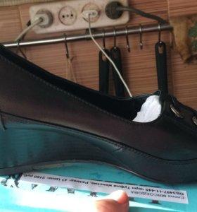 Продам туфли новые размер 39-40