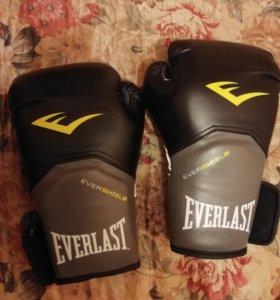 Боксерские перчатки Everlast 8 унций