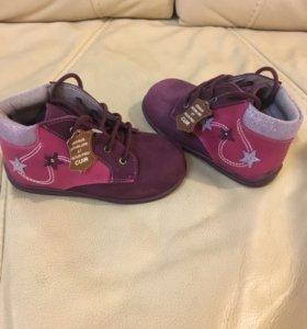 Ботинки на девочку ,новые 23 размер