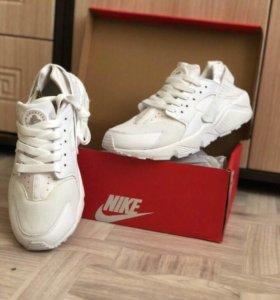 Продам кроссовки Nike Huarache