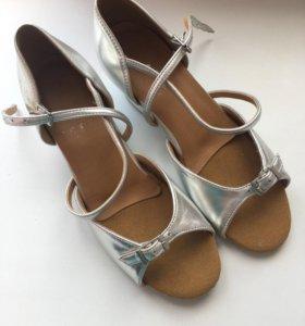 Детские танцевальные туфли