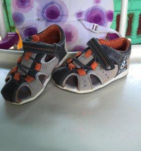 Босоножки , сандалии детские