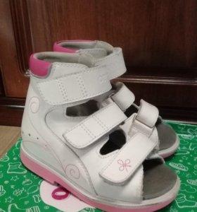 Продам ортопедическую обувь для девочки.