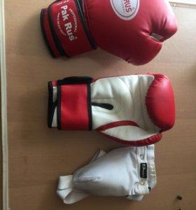 Боксерские перчатки и напахник