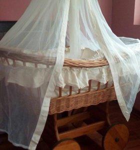 Колыбель. Плетённая люлька. Кроватка детская.