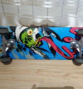 Трюковой скейтборд.