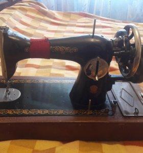 Швейная ручная машинка советская в отлич состоянии