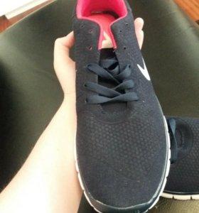 Легкие беговые кроссовки. 44 размер