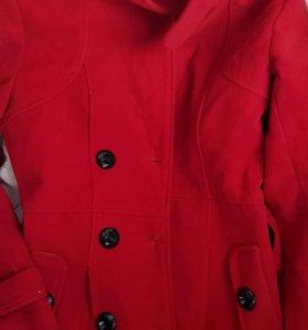 Пальто и вещи на девушку
