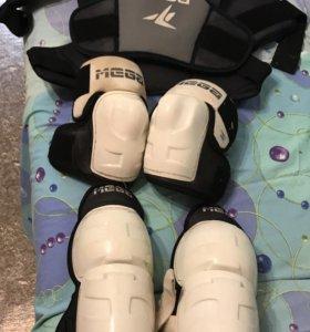 Шлем+Хоккейное снаряжение