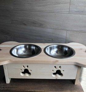Подставка с мисками для собак средних и крупных.