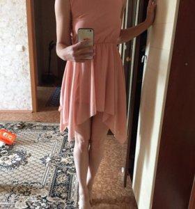 Платье нежно-персикового цвета