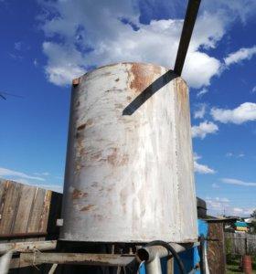 Металлический бак для воды на подставке 2000 л