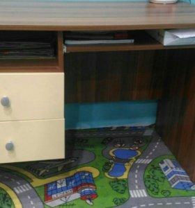 Письменный стол, кровать, стенка детская