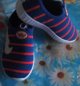 Детские кроссовачки новые маломерят на 26