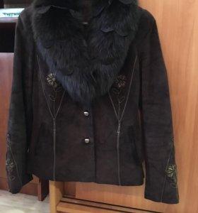 Куртка замшевая с воротником из меха песца